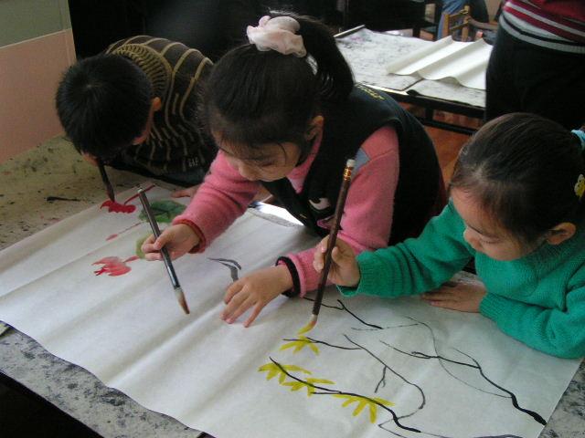 虹口区西街幼儿园是上海市一级幼儿园,以艺术教育为特色,国画,书法
