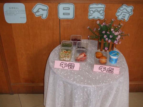 因此漕河泾幼儿园将把菜肴展示台这一形式继续保持下去,同时不断听取