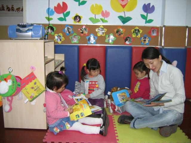 让我们一起来看书吧——托班幼儿集体阅读的一些体会
