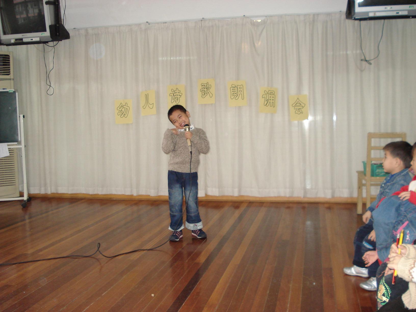背景儿童诗歌朗诵