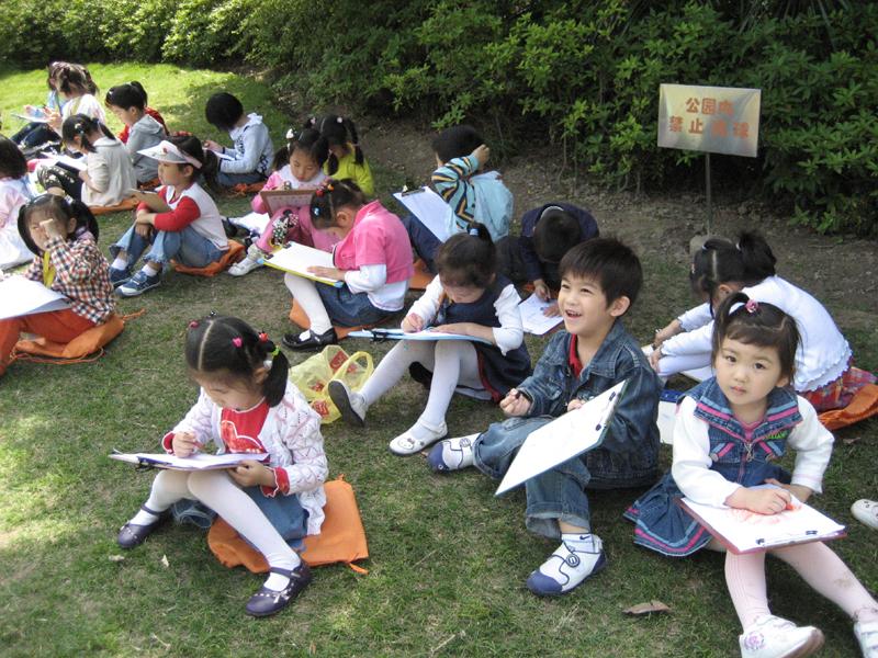 与大自然的 无声对话 漕河泾幼儿园开展幼儿写生活动