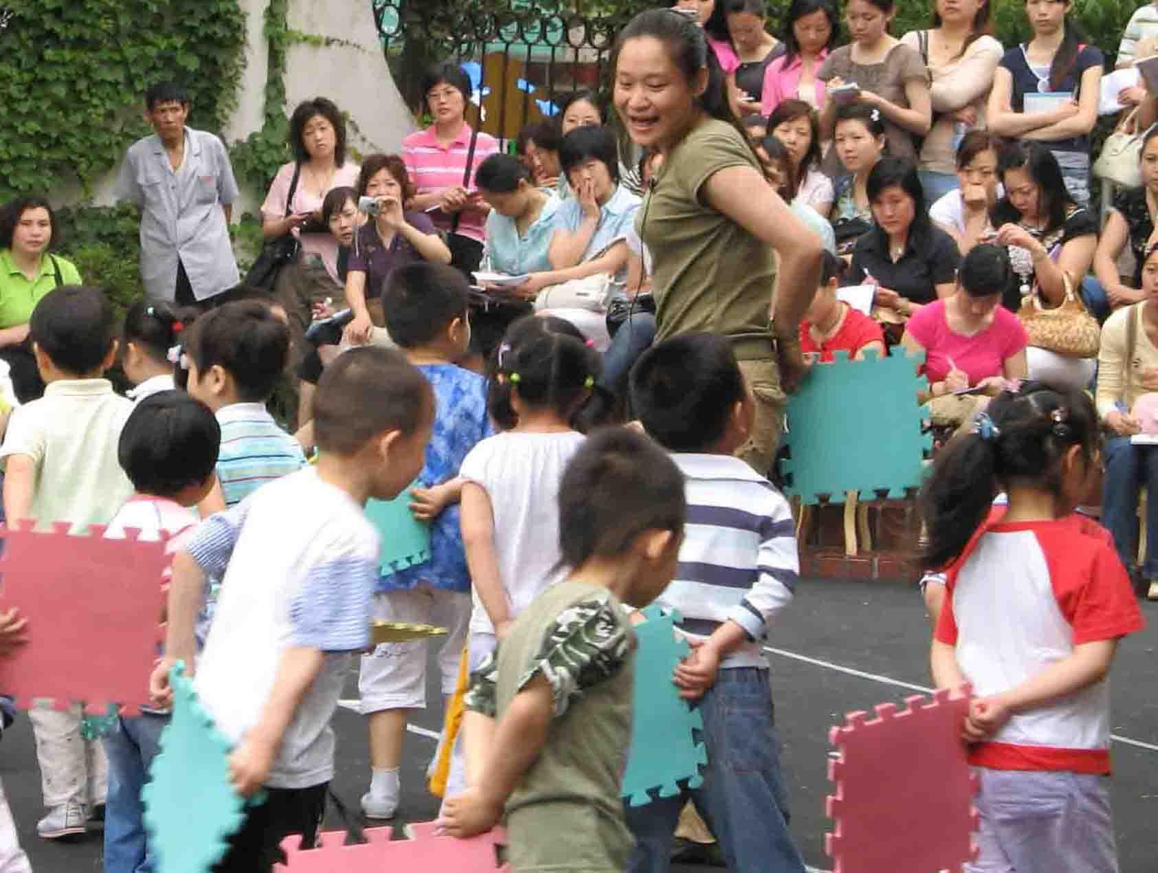 徐汇区幼儿园运动课程实施研讨会在园南幼儿园举行
