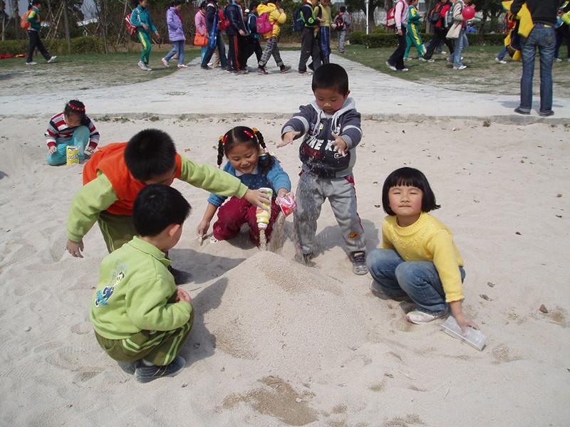 走近春天——漕河泾幼儿园中班组开展亲子